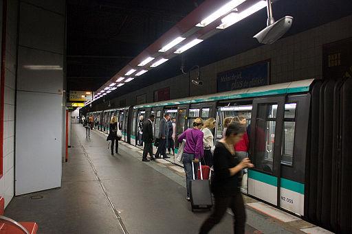 Metro L1 Grande-Arche IMG 5581