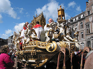 Ducasse de Mons - The Car d'Or sur arrives at the Grand-Place