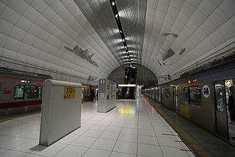Minatomirai Line - Motomachi-Chukagai Station platform