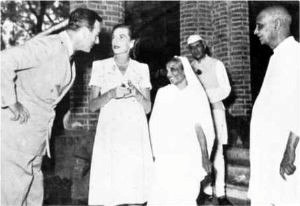 Mountbatten visiting Sardar