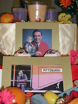 Mr. Rogers Ofrenda Detail (1805130790)