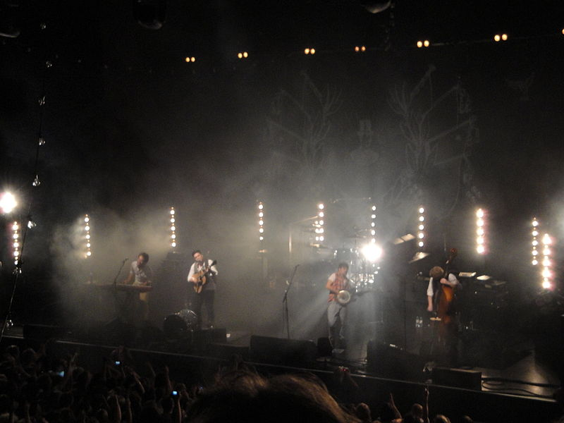 File:Mumford & Sons performing at Brighton Dome in October 2010.JPG