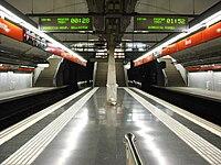 Navas inside, Barcelona Metro.jpg