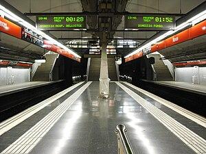 Navas (Barcelona Metro) - Platforms at Navas metro station.