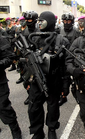 Heckler & Koch G36 - A Malaysian Navy diver from PASKAL armed with a G36C in 57th Malaysian National Day. It is configured with birdcage flash suppressor and a buttstock short with cheek rest.