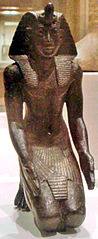 Estatua oferente del faraón Necao I