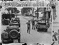 Nederlandse troepen in winkelstraat in Malang, Bestanddeelnr 902-3060.jpg