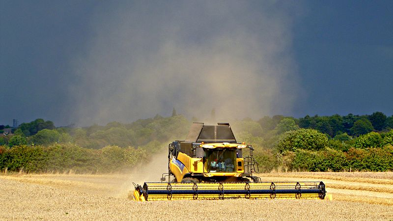 File:New Holland combine at work near Stoneleigh 1.jpg