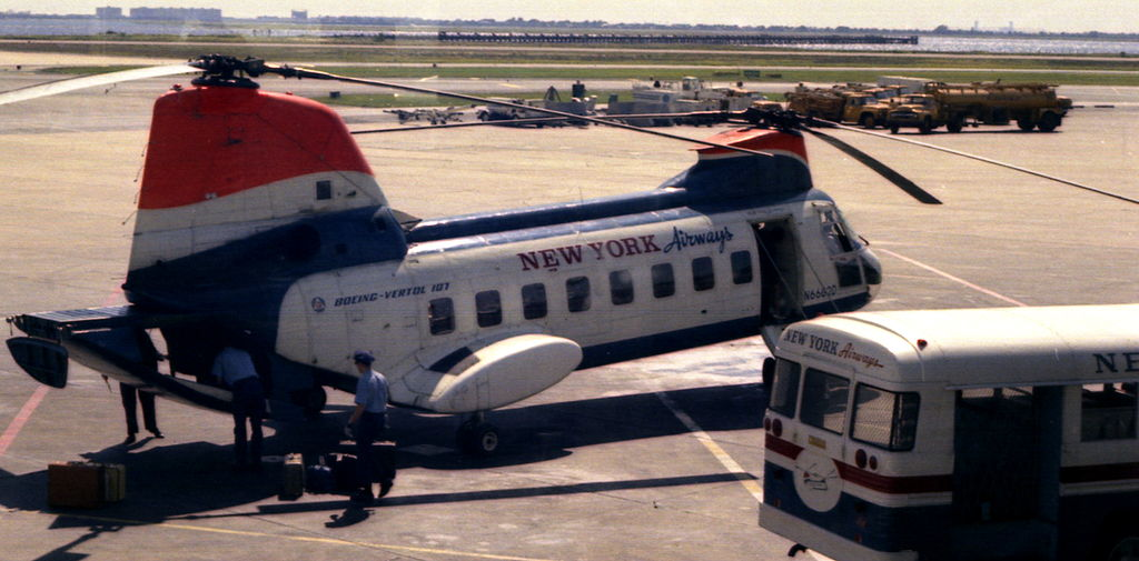 File:New York Airways helicopter at JFK airport in 1967.jpg ...