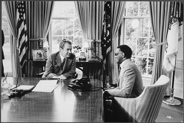 Charles meeting with President Richard Nixon, 1972 (photo by Oliver F. Atkins) Nixon meeting with Ray Charles in the oval office - NARA - 194452.tif