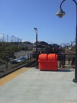 Lehigh Line (Conrail) - A westbound Norfolk Southern intermodal train rolls through Union, New Jersey.