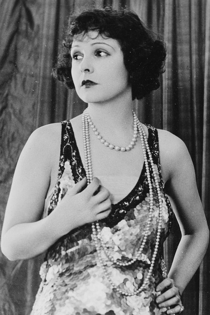 Norma Talmadge in 1920s fashion. Image via Wikimedia Commons
