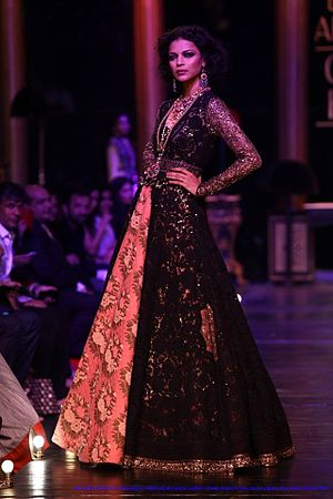 Sabyasachi Mukherjee - Image: Noyonika Chatterji in Sabya Sachi Mukherji at Lakme Fashion Week's Grand Finale, by Sou Boyy, Sourendra Kumar Das