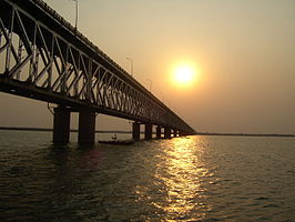 De Godavari Bridge over de Godavari