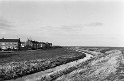 Overzicht Minneweg vanaf noordelijke dijk. - Marken - 20150877 - RCE.jpg