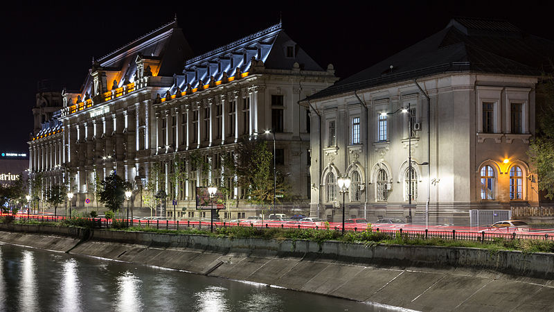Fișier:Palace of Justice, Bucharest - outdoor night photo.JPG