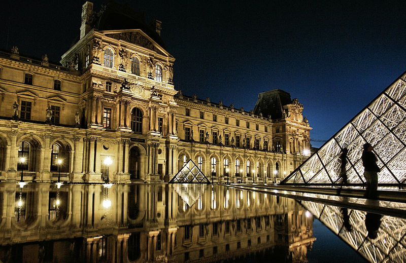 File:Palais du Louvre at night, 18 September 2010.jpg