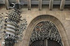 Palau Güell - Forjats entrada.JPG