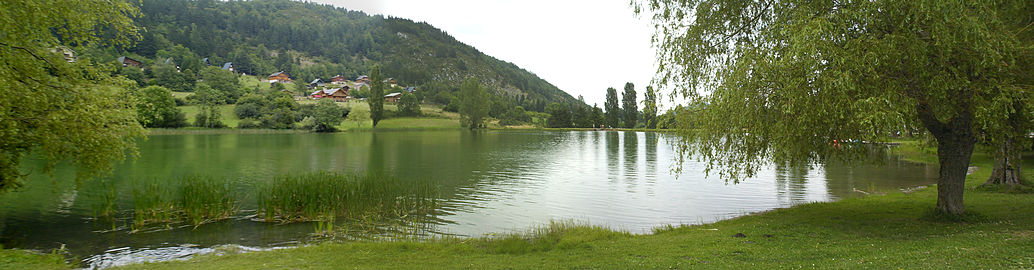 Panorama lac belcaire.jpg
