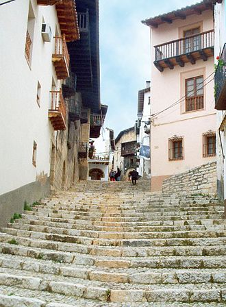 Peñarroya de Tastavins - A steep street in the town