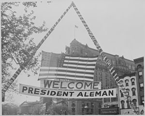 Miguel Alemán Valdés - Banner in Washington, D.C. welcoming Alemán on his official visit in 1947.