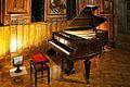 Piano Érard (1885), Palau Güell de Barcelona.jpg