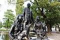 Piazza Dante, monumento Famiglia Trentina 2.jpg