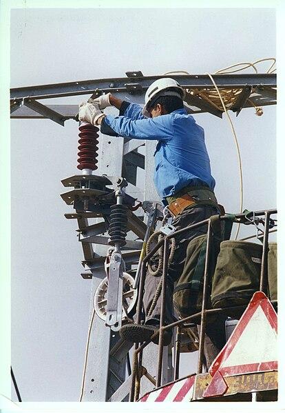 עבודות תחזוקת רשת חשמל