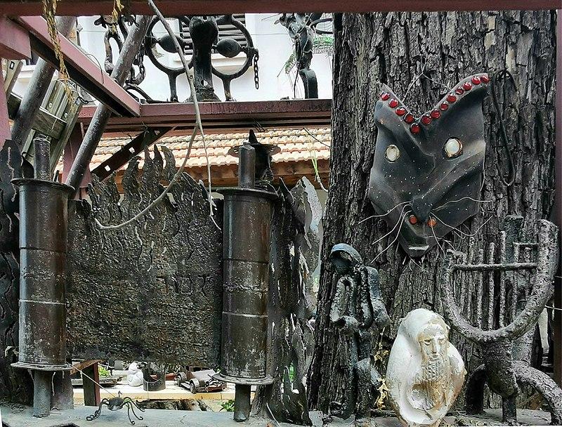 בגן הפסלים של יומה שגב