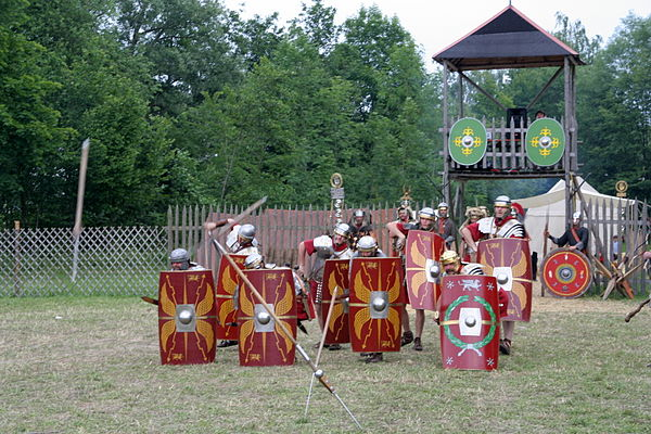 Reenactment of an early imperial legionary shield array Pilensalve.jpg