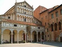 Facciata romanica della Cattedrale di San Zeno a Pistoia