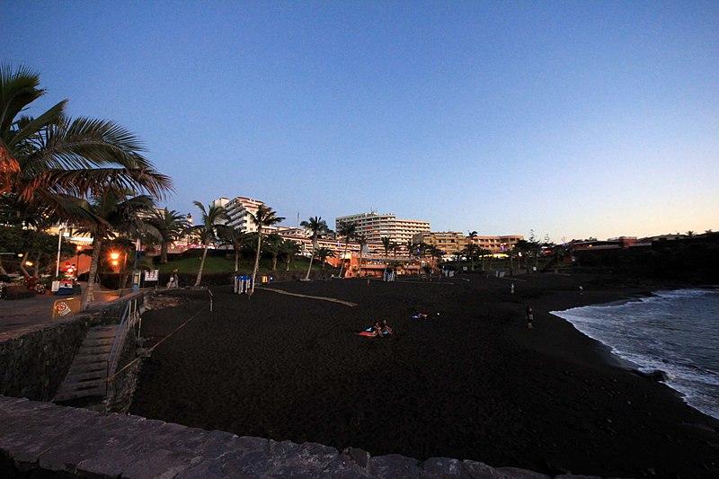 File:Playa de la Arena - panoramio.jpg