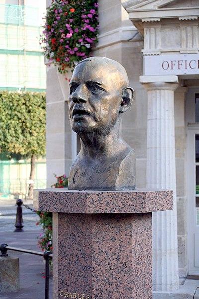 Buste de Charles De Gaulle par Gustave Olovson à Poissy - Yvelines (France)