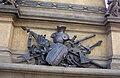Pomník krále Jiřího 5 - emblém války.jpg