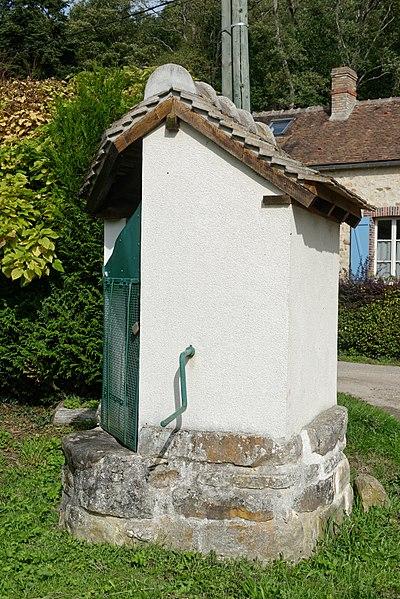 Pompe du hameau des Joncheries à Diant en Seine-et-Marne, dans la région Île-de-France.