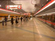 Stanice Kobylisy je první raženou stanicí, která má jednolodní kruhový profil (2004)