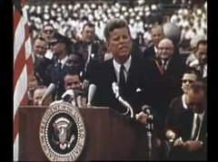 Ficheiro:President Kennedy speech on the space effort at Rice University, September 12, 1962.ogv