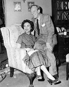 Fiereco de la Familio Paul Hartmana Fay Wray 1953.JPG