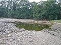 Protržená povodňová hráz u Dušník - srpen 2002.jpg