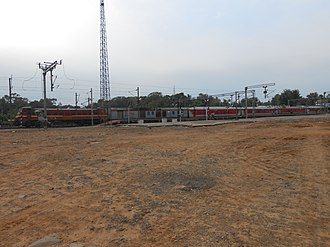 Purushottam Express - Purushottam Express (powered by Santragachi WAP-4) waiting for its departure from Balasore