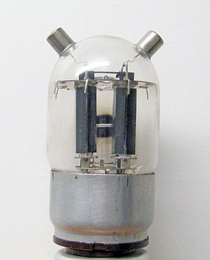 """Beam tetrode - Twin beam tetrode RCA-815, perhaps most famously used as the bias oscillator tube in the Ampex Model 300 """"bathtub"""" 1/4"""" full-track professional audio tape recorder"""