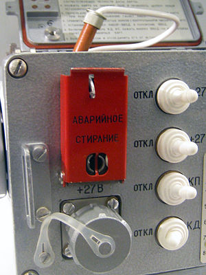 "Zeroisation - ""Emergency Erase"" (АВАРИЙНОЕ СТИРАНИЕ) switch, zeroize in NSA parlance, on a cryptographic device of the Soviet Rocket Forces"