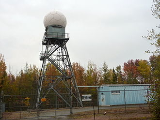 Canadian weather radar network - Villeroy radar, 75 km southwest of Quebec City : tower and radome to the left, transmitter and receiver in the building on the right