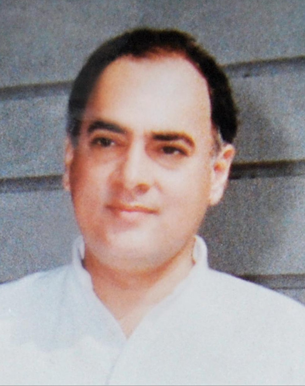 Rajiv Gandhi at 7 Race course road 1988 (cropped)