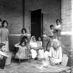 Kingsway Camp - Refugees from West Punjab and Dera Ismail Khan at the Kingsway Camp in 1947