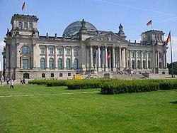 5be8fc9310 A Reichstag, a német törvényhozás épülete