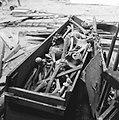 Restauratie St. Laurenskerk te Rotterdam, beenderen die men in de kerk vindt, Bestanddeelnr 917-5097.jpg