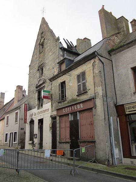 Cellier Dieu, Grand maison, rue de la République, Reuilly, Indre, France. Photo prise le 18 janvier 2014, après l'incendie du 11 décembre 2013.
