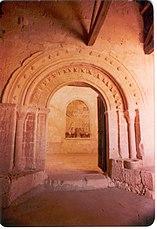 Portada de la ermita de Reveche