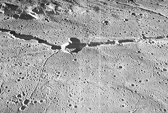 Hyginus (crater) - Image: Rima Hyginus 3073 med